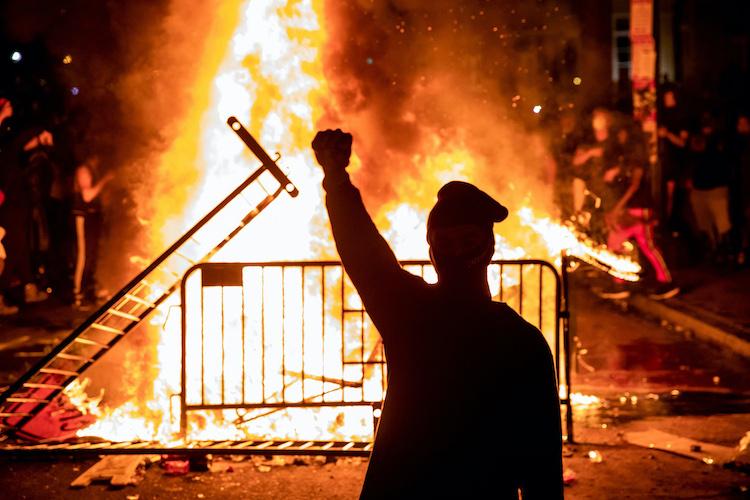 Image: TOPSHOT-US-POLICE-RACE-UNREST-DEMONSTRATION-minorities-politics